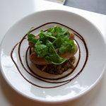 ピッツェリア・フーモ - 白金豚のサルシッチャのソテー レンズ豆添え