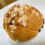 ベーカリー&カフェ ブルージン - きな粉クリームパン