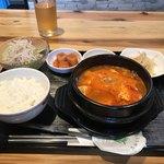 韓国家庭料理 炭火焼肉 しんちゃん - スン豆腐チゲセット 880円