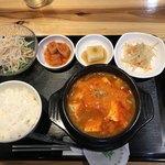 韓国家庭料理 炭火焼肉 しんちゃん - サラダと小鉢3品