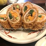 とんかつの和くら - 料理写真:野菜ロールカツ   鰹節が巻かれているの、コレだいなしです