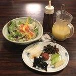 93704230 - おひとり様だとお漬物はお皿に、、壺でお願いします!!