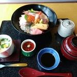 割烹みなと - 海鮮丼2376円