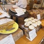 サンデーベイクショップ - ズラリ並ぶ焼菓子