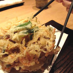 わらの蔵 - こげん太かかき揚げは、上品には食べられんね。野菜そのものの旨みや甘みが美味しかったです。