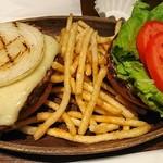 クアアイナ - ハンバーガーはこんなスタイルで運ばれてきます