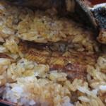 丸浜 - ご飯の中にも蒲焼きが入ってます
