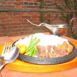 なんぷてい - 北海道と言えば、ジンギスカン。そのロース肉がのった焼きカレー「ジンギスカレー」