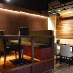 銘酒居酒屋 頑固おやじ - 奥の席は、団体様にも対応可能です。