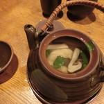 築地日本海 - 蓋を開けると、松茸を始め、具材が一杯