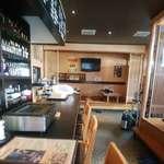 93733770 - 左対面式座席、右と奥に小上がり。左奥に厨房。憚りまでの道のりが長いので、切羽詰まる前にドゾー(藁