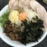 Ramen光鶏 - 背脂煮干しまぜそば 大盛 ニンニク増し 岩海苔+台湾ミンチトッピング