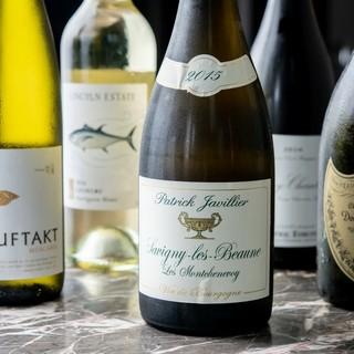 グラスワインが豊富です。グラスワイン全16種300円~
