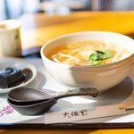 93736392 - ごま豆腐(左)と吉野うどん(右)