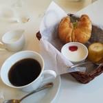 grand cafe Jun  - 料理写真:「ストロングコーヒー (450円)」+「モーニング (無料)」
