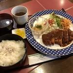 喫茶クレヨン - 料理写真:トンカツ定食 1000円