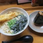 93745166 - ランチ イカ天うどんと豚角煮おむすび(¥750)