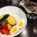 100時間カレーB&R - ビーフカレーに野菜と玉子
