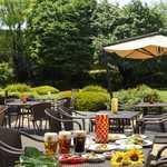 レストラン セントロ - 庭園を望むテラス席