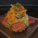 トラットリア シェ ラパン - 秋・冬限定! 戻りガツオのカルパッチョ、海藻サラダ仕立て  生姜とトマトのドレッシングでどうぞ