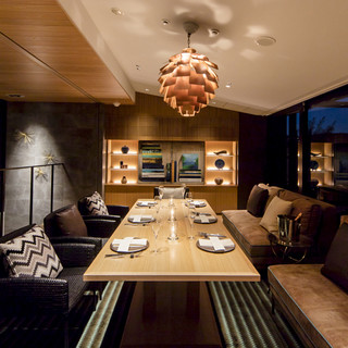 周りを気にせず食事を堪能、スタイリッシュなプライベート個室