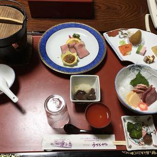 ホテルうづらや - 料理写真:食事の部屋に通されたときの状態