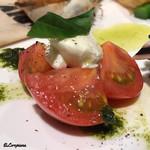 アリーブ - フルーツトマトと水牛モッツァレラのカプレーゼ