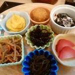 93757806 - 7種の惣菜