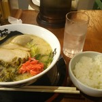 らー麺 藤平 - 藤平ラーメン+味玉、サービス小ライス