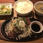 大衆肉バルKamiichi - サガリステーキランチ150グラムのセットです。