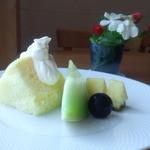 自然派レストラン&一日ひと組の宿 そうか - レモンのシフォンケーキ・フルーツ添え
