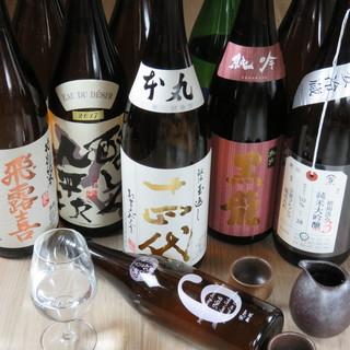 こだわりの日本酒各種と相性抜群の料理の数々