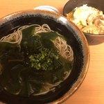 良寛 - 本日のおすすめセット800円 わかめそばと小親子丼
