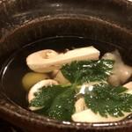 鮨 そえ島 - *お出汁が何とも言えず美味しいこと。松茸もタップリですし、車海老や烏賊まで入っていますよ。