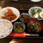 和風酒彩 筵 - 料理写真:Aランチ(とり唐揚、豆腐サラダ、小付、漬物、みそ汁、ライス、コーヒー) ¥680-
