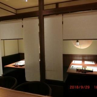 ベンチシート個室・パーテーション個室など個室6部屋ございます