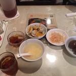 93780094 - 直ぐに提供されるスープ、付け合せ、デザート                       セルフの味付け玉子、水餃子