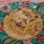 93780912 - お皿が美しい❗クリームソースは濃厚ですが食べやすかったです。