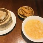 Shanghai Dining 状元樓 - シューマイ、スープ、漬物