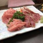 93797613 - 長崎産本まぐろ頭天肉4種盛り600円の本まぐろのお刺身は、たたき、ほほ肉、ツノトロ、のど下♪