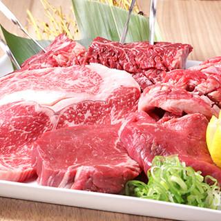 迫力満点のステーキ盛り合わせで、お肉本来の旨味を堪能