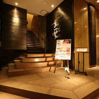 あけびの実 - ホテル玄関脇の入口です。ホテル内にエレベーターもありますのでご利用ください。