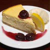 ヨコスカシェル - ニューヨークスタイルの濃厚な味わい『YOKOSUKAチェリーチーズケーキ』600円