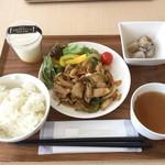 たきざわキッチン - 料理写真:「お肉ランチ」(600円)と「のだ塩プリン」 たけのこのスープと里芋の煮物の小鉢を選択
