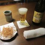 93802314 - 瓶ビール・お通しの「揚げそば」