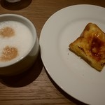 ブッフェ ザ フォレスト - 料理写真:フレンチトーストとカフェラテ
