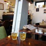 タカチホキッチン - 店内もカフェレストラン的で、 女性お一人様も快適に過ごせます。