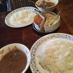 ラジャ - 料理写真:私はビーフカレー、妻はエビカレーです。