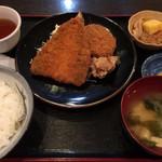 伊東食堂 - 「日替A」! フライものは明らかに冷凍品ですが、手作りのお菜や味噌汁は美味。 税込600円のパラダイス、素敵です。