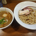 Trigo - 料理写真:味玉海老つけめん(930円)。